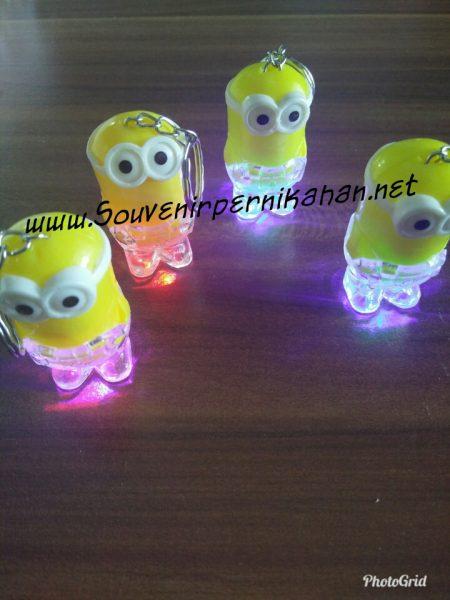 Souvenir Gantungan Kunci Unik Minion LED