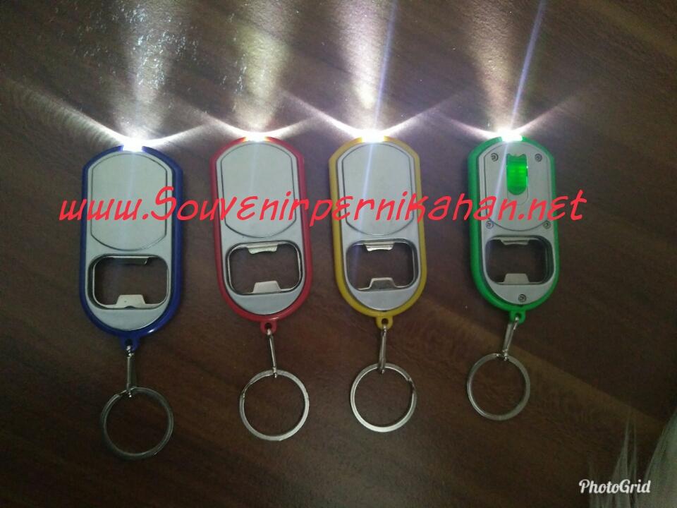 Souvenir gantungan Kunci Multi Fungsi Senter dan Pembuka Botol