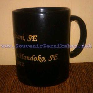 Souvenir Mug Murah warna Hitam yang elegan