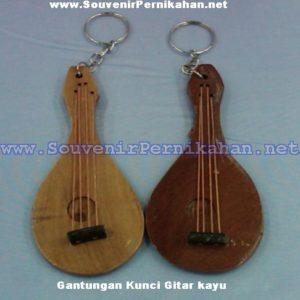 Grosir Souvenir Gantungan Kunci Gitar Kayu