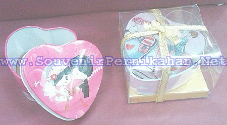 kotak perhiasan kaleng love