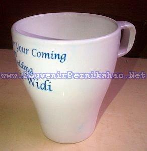 mug souvenir bentuk piala, murah dan cantik