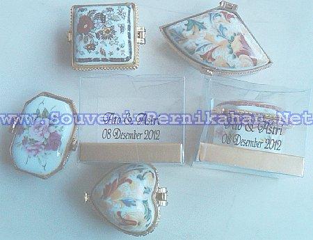 souvenir kotak perhiasan keramik lempeng