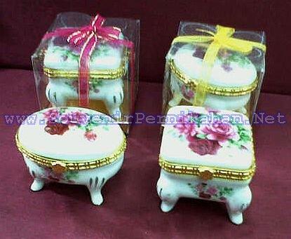 souvenir tempat perhiasan keramik kaki