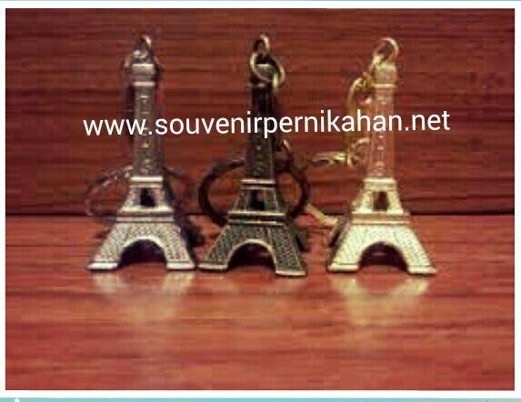 souvenir gantungan kunci menara eifel cantik