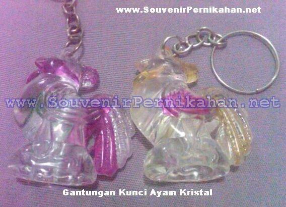 gantungan kunci ayam kristal