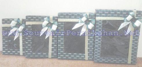 Kotak Hantaran Pernikahan 4 Susun Hiasan Pita Dan Bunga