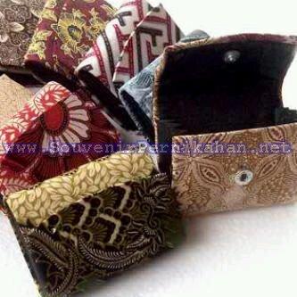 souvenir pernikahan dompet batik murah