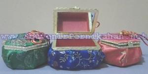 Kotak Perhiasan Emas Motif Cina