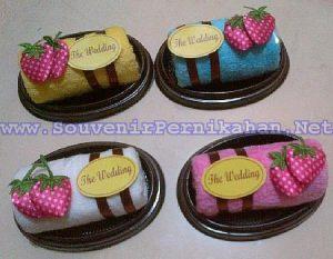 Towel Cake Souvenir Handuk Bolu Gulung Stroberry